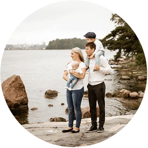 Perhekuvaus kesällä merenranta, Helsinki, Siru Danielsson Photography